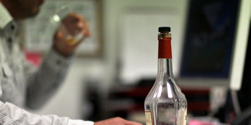 L-abus-d-alcool-est-responsable-de-49-000-morts-par-an-en_1919454_800x400